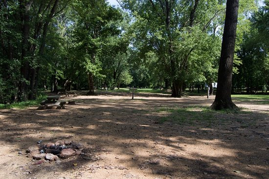 Van Buren, MO: Picture of the campground on Monday after all the campers were gone.