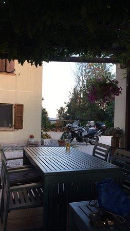 Mondaino, Italien: Gemütliche Grillecke.