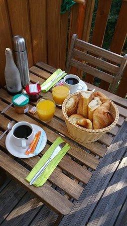 Quincie-en-Beaujolais, Frankrijk: Petit dejeuner très copieux.
