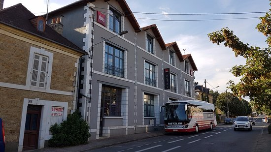 Ibis Sarlat: Exterior streetview.