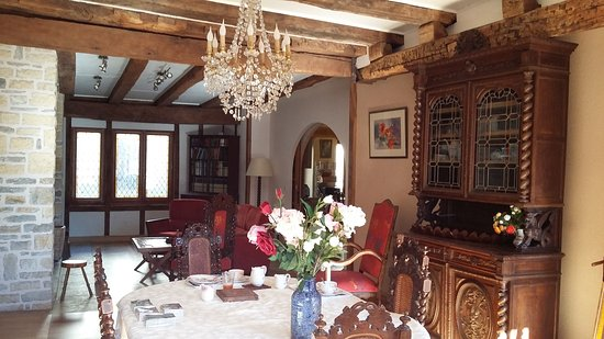 Previnquieres, فرنسا: Section of huge living/dining room
