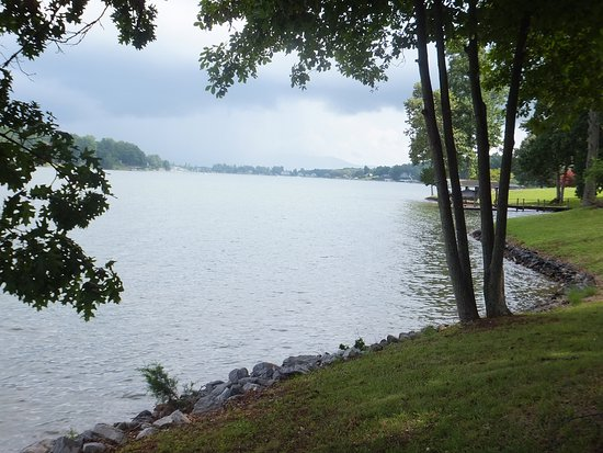 Smith Mountain Lake, เวอร์จิเนีย: Serene spot on the lake