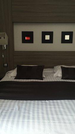 Hotel Le Grillon: photo0.jpg
