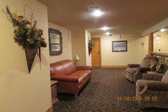 Big Sandy Lodge & Resort: 2nd floor lobby