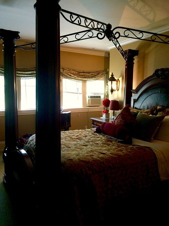 Creighton Manor Inn Bed and Breakfast: photo0.jpg