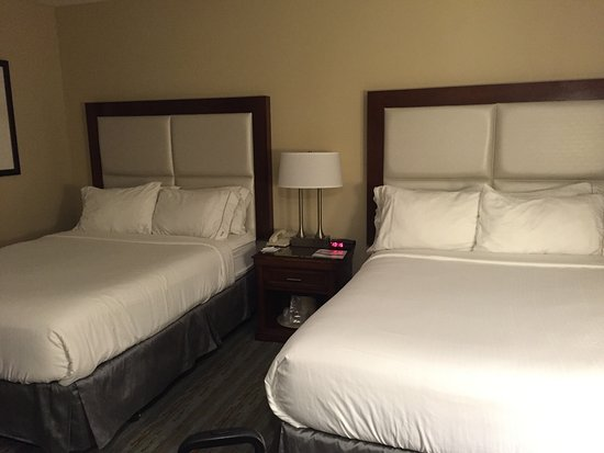 Holiday Inn Express Santa Barbara: Room with two double beds, 3rd floor