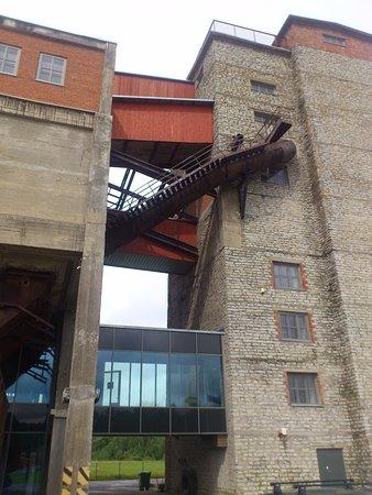 Ida-Viru County, Estland: здание перерабатывающей-обогатительной фабрики