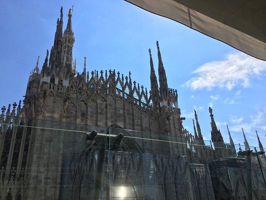 Vista Del Duomo Dalla Terrazza Del Locale Foto Di Obicà