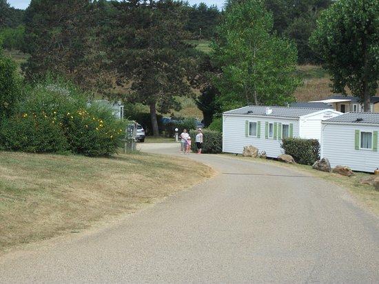 Saint-Martial-de-Nabirat, Francia: route vers le bas du camping