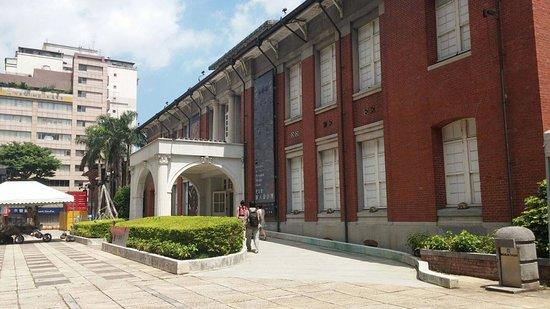 Museum of Contemporary Arts : Exterior design of the museum in red brick
