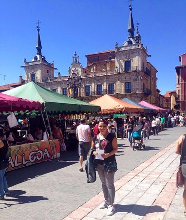 Province of Leon, Hiszpania: Mercado de  la Plaza Mayor