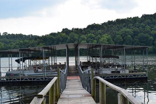 Edgewater Beach Resort: Pontoon dock