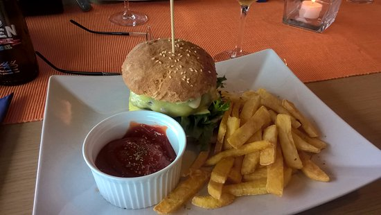 Holmestrand, Norway: burger and non alcoholic beer