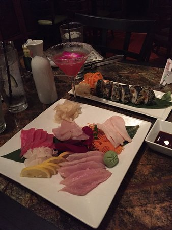 Goung Zhou Asian Bistro & Sushi Bar : sashimi and a great cocktail!