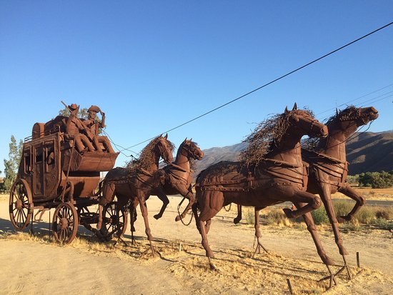 Aguanga, CA: It was such a lovely surprise to come across this art. We had to stop. Wish we had a picnic or s
