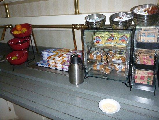 Vance, AL: Basic breakfast: bagel, pastry, oatmeal, grits, cereal