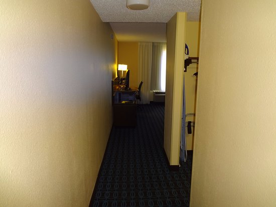 Fairfield Inn & Suites Memphis Southaven: The entrance into the room