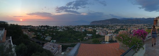 Cristina Hotel: Sunset view from the Hotel