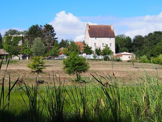 VVF Villages La Bussiere: batiment d'accueil