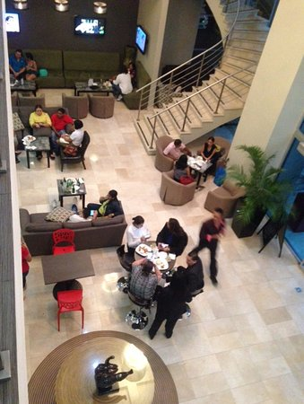 Clarion Victoria Hotel and Suites Panama: Street Lobby Bar
