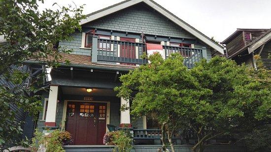 A Suite @ Kitsilano Cottage: IMG_20160809_192330_large.jpg