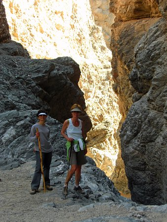 Painted Canyon: Walking in the slot canyons.