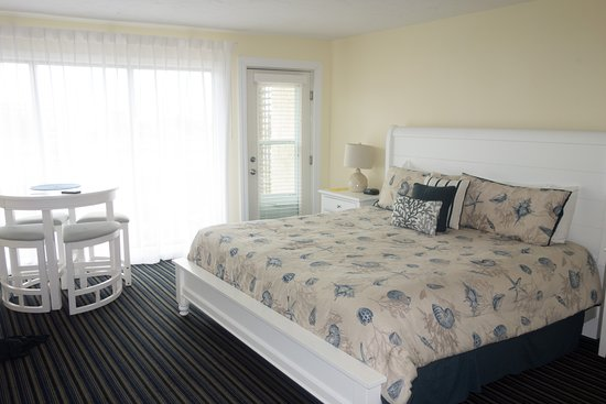 Surf and Sand Beach Motel: King bed on first floor walk out to small patio and pool.