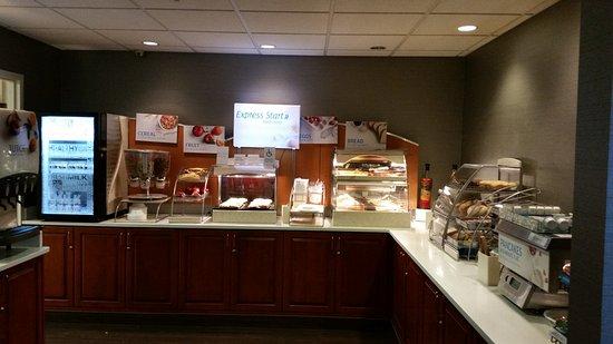 Holiday Inn Express & Suites Bethlehem: Breakfast area