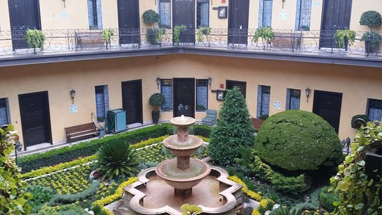 Hotel Colonial: View of center courtyard