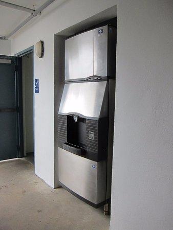 هاريس هاوس موتل: Ice machine