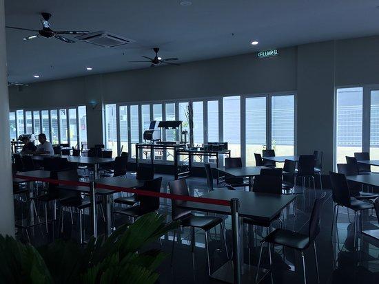 Nadias Inn Beach Resort: photo1.jpg