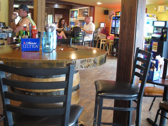 Boots Bar & Grill: Dining Room