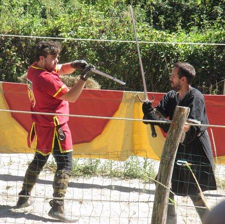 Chalabre, Prancis: combat d'épées