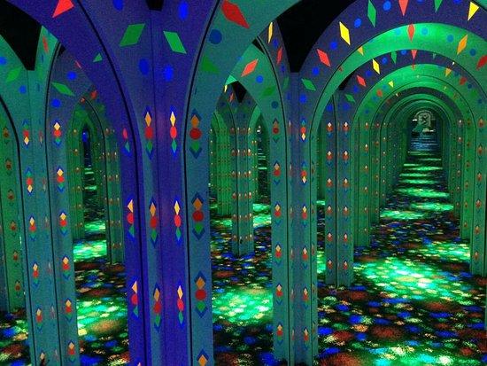 Gurnee, IL: Amazing Mirror Maze