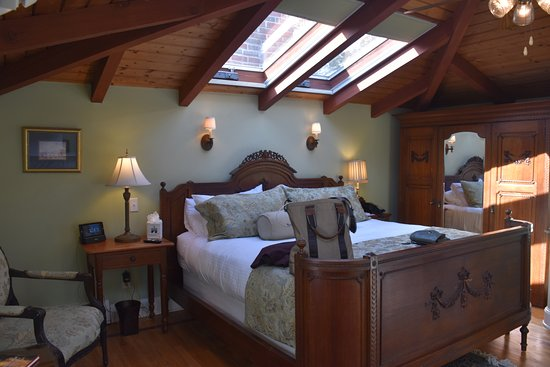 Cliffside Inn: The beautiful attic room