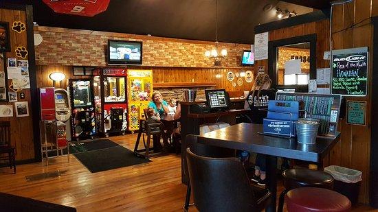 Wauconda, IL: Dinning areas