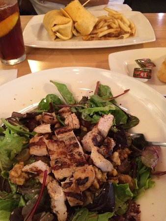 Mukwonago, WI: Entree house salad with chicken and portabella wrap