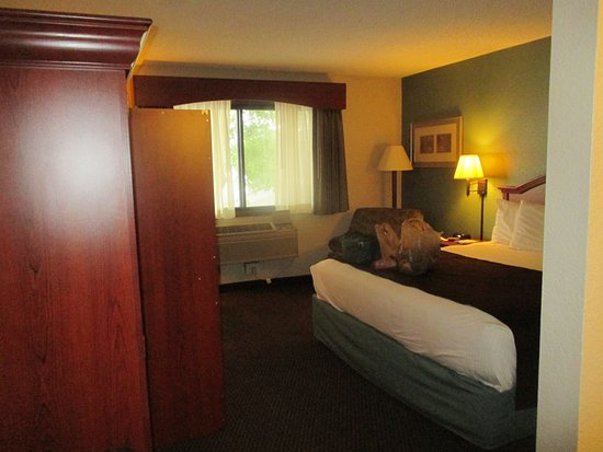 AmericInn Hotel & Suites Chippewa Falls : good englese