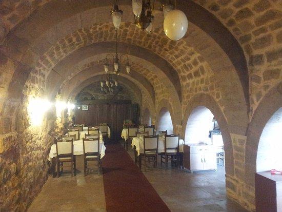 Meram, Turki: hocacihan hanı-dibi delik han 13. yy (güven balık restoran, 13.08.2016)