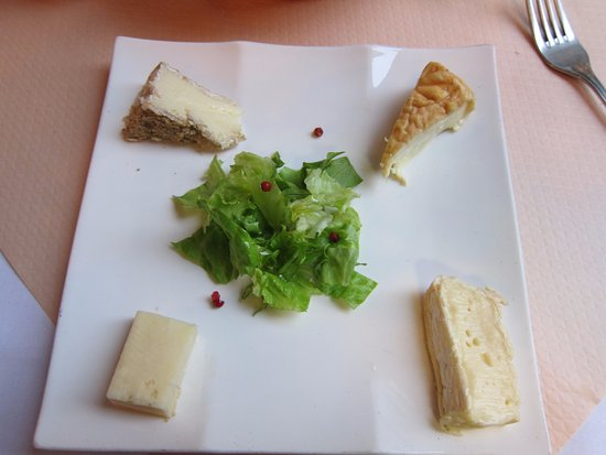 La Maison de Verlaine: Cheese plate for desert. It was quite good and goes well with an extra portion of bread