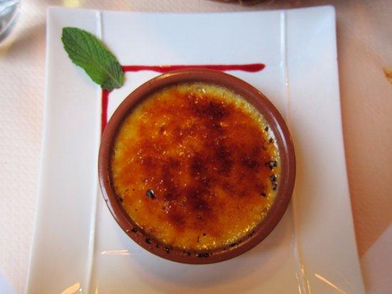 La Maison de Verlaine: Creme brule ... very good.