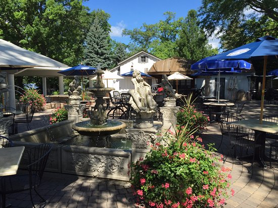 Lakeville, MN: Fountain in the center of outdoor seating