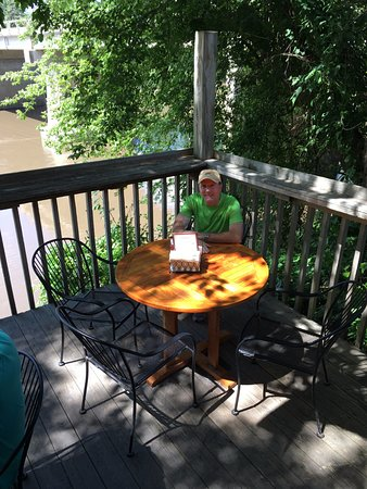 Anamosa, IA: A relaxing Saturday lunch on the Wapsi River
