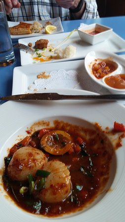 Mia Tapas Bar and Restaurant: The scallops- Incredibly good