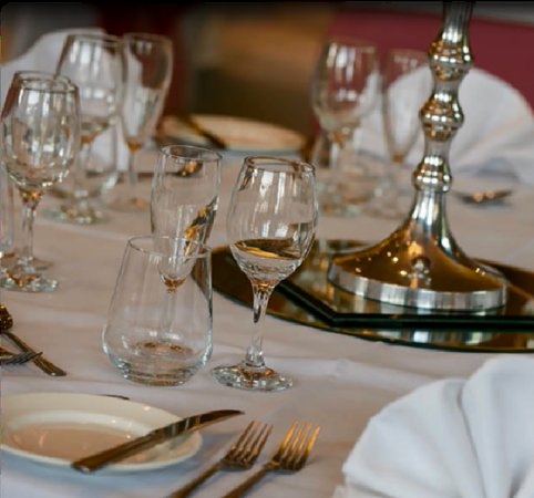 The Hog's Back Hotel & Spa Farnham: Table Set up