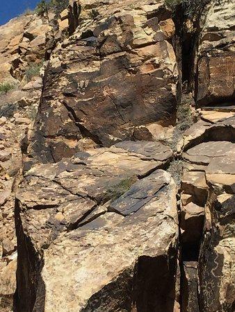 Parowan Gap Petroglyphs: photo6.jpg