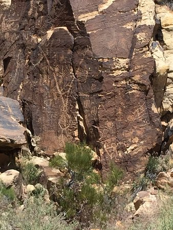 Parowan Gap Petroglyphs: photo7.jpg