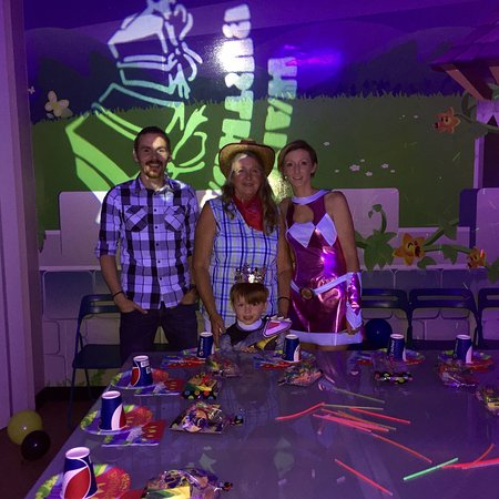 Dizzy Castle : Great place for a children's birthday party! We had my grandsons party here and everyone loved i