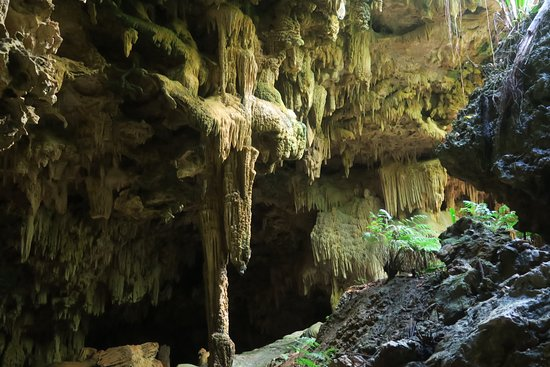 Atiu, Islas Cook: Inside the cave