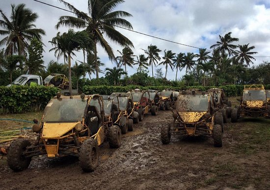 Muri, Islas Cook: Parked buggies after the Hotel spin